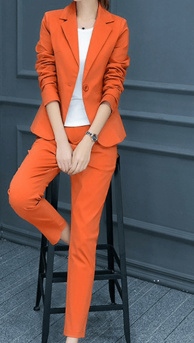 Оранжевый брючный костюм ~ за 1160 руб.