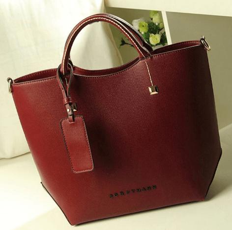 Красная сумка ~ за 989 руб.