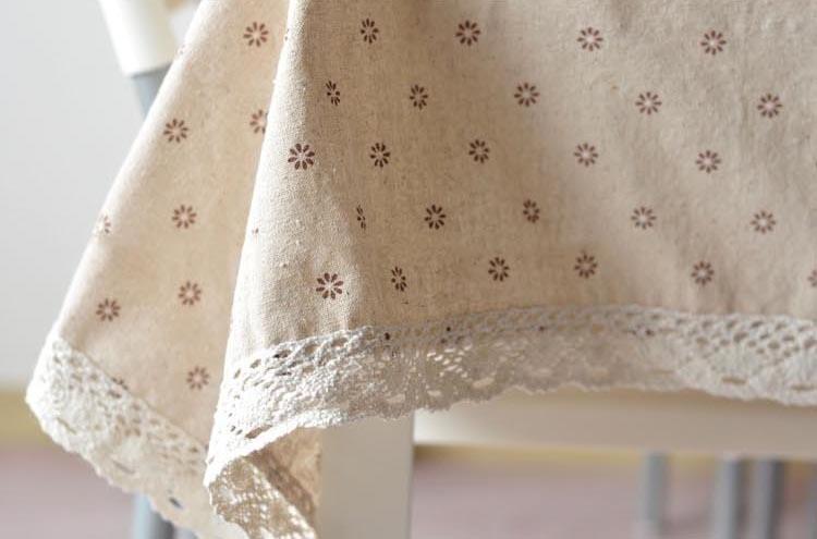 Льняная скатерть с цветочным принтом ~ 600 руб