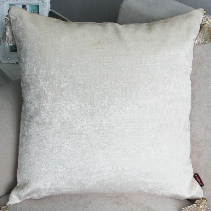 Бархатные подушки с кисточками ~ 1000 руб