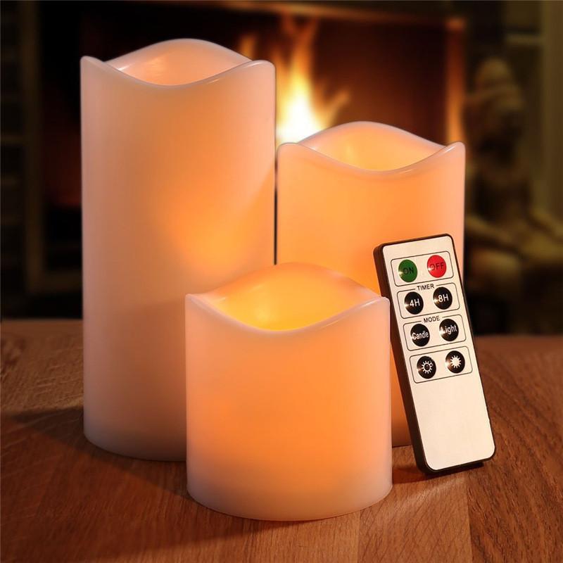 Комплект из трех белых свечей ~ 744 руб