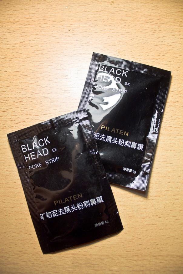 Черная угольная маска-пленка для лица ~ 136 руб