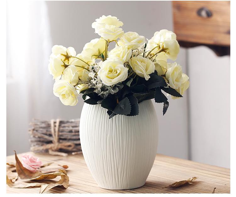 Минималистичная керамическая ваза ~ 800 руб